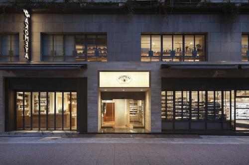 > AKOMEYA TOKYO ( アコメヤ トウキョウ ) <br> 営業時間11:00〜21:00<br>※お取り扱い商品 「関門うにまん」<br>東京都中央区銀座2-2-6</p> </div> <div class=